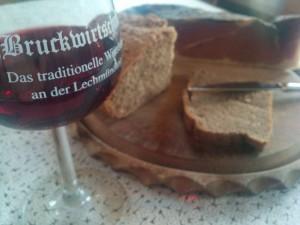 Wein, Schinken und Brot